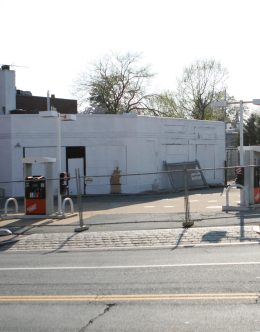 The former Georgetown Auto Service remains closed. CHRIS GRIVAS/THE HOYA
