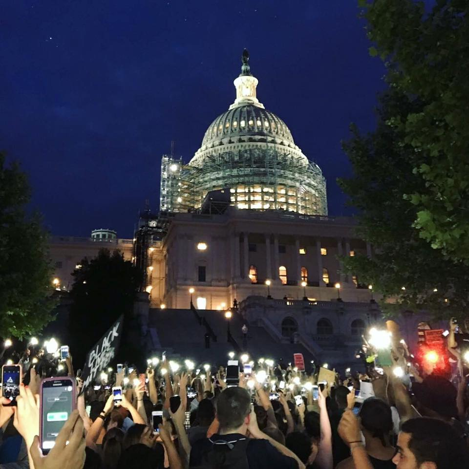 KSHITHIJ SHRINATH/THE HOYA A group of more than 1,000 people, including more than 25 Georgetown students, marched from the White House to Capitol Hill and back last night to protest against police brutality.