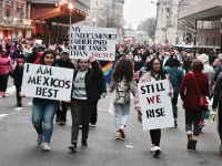 JESUS RODRIGUEZ/THE HOYA Demonstrators at Saturday's Women's March on Washington brought signs in support of the immigrant community.