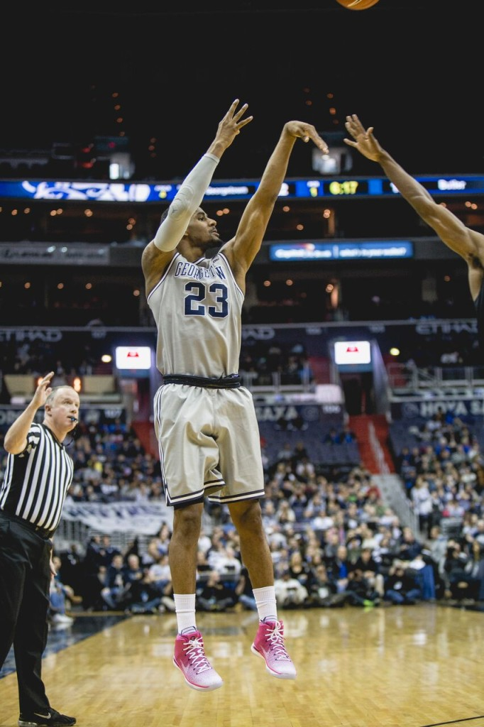 Men's Basketball | Hoyas Surge Back to Down Huskies