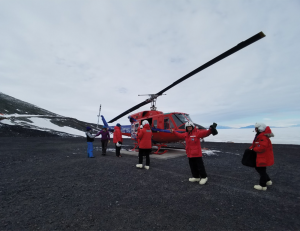GEORGETOWN UNIVERSITY MEDICAL CENTER Five Georgetown researchers, the first researchers Georgetown University has sent to the continent, returned from a month-long trip to Antarctica to look for signs of life in extreme temperatures.